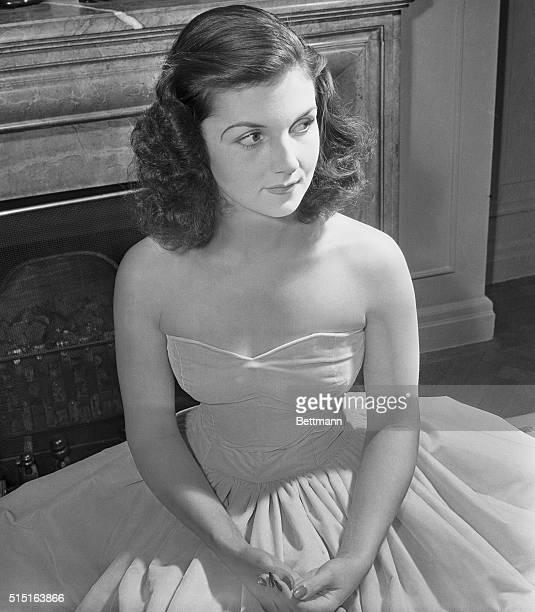 Debutante Rehearses For Velvet Ball New York City Miss Brenda Frazier regarded as New York debutante No 1 for 1938 rehearsed for the Velvet Ball to...