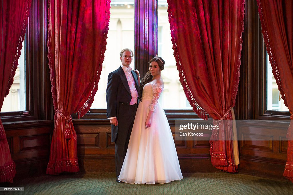 Debutantes Attend The 2016 Queen Charlotte's Ball : News Photo
