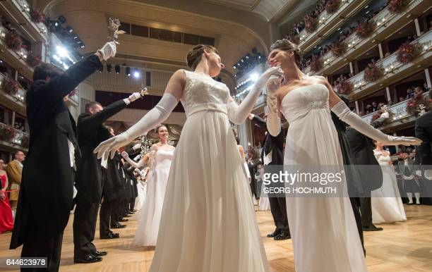 Debutantes dance during the opening ceremony of the Vienna Opera Ball at the Vienna State Opera on February 23 2017 / AFP / APA / GEORG HOCHMUTH /...