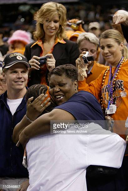 Dec 05 2007 New Orleans Louisianna USA Syracuse CARMELO ANTHONY with his mom against Kansas during the championship game of the NCAA Final Four at...