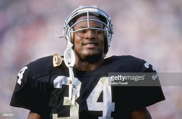 Running back Bo Jackson of the Los Angeles Raiders looks on Mandatory Credit Mike Powell /Allsport