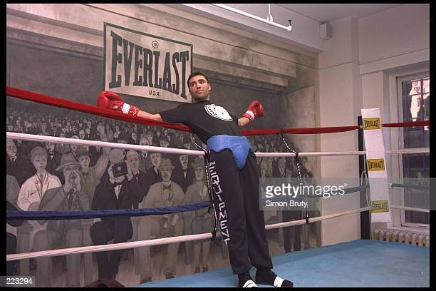 Boxer Oscar De La Hoya leans on the ropes during practice at Riviera's Gym in New York New York Mandatory Credit Simon Bruty/Allsport