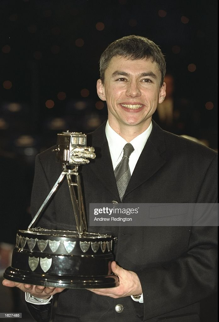 Jonathan Edwards of Great Britain receiving the Sports Personality of the Year Award from the BBC : News Photo