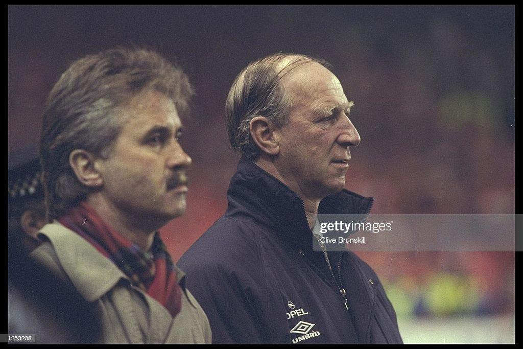 Juust Heddink the manager of Holland (left) stands next to Jack Charlton : News Photo