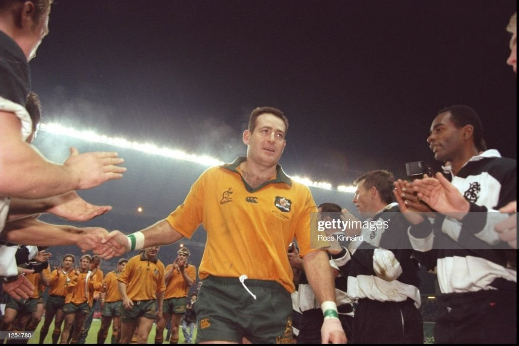 David Campese of Australia leaves the field after his final match : News Photo
