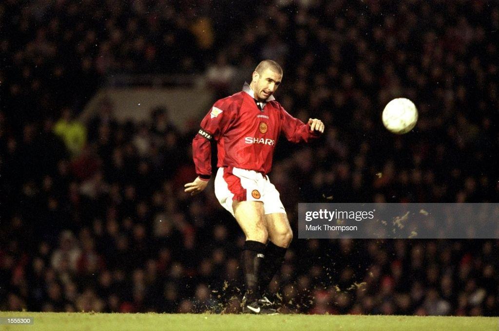 Eric Cantona scores Manchester United v Sunderland 1996 : News Photo