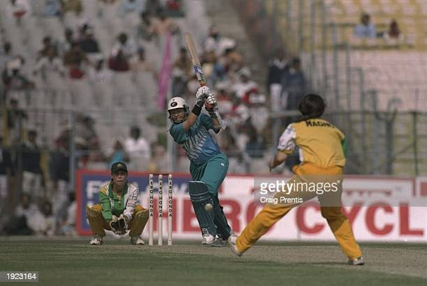 Debbie Hockley of New Zealand batting during the Women's Cricket World Cup Final against Australia at Eden Gardens in Calcutta India Australia won...