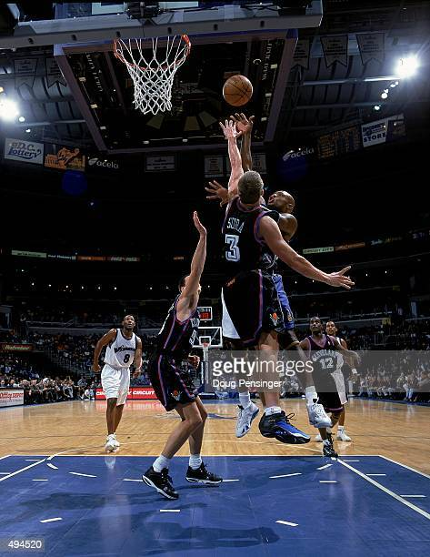 Mitch Richmond of the Washington Wizards takes a shot as he is blocked by Bob Sura of the Cleveland Cavaliers at the MCI Center in Washington DC The...