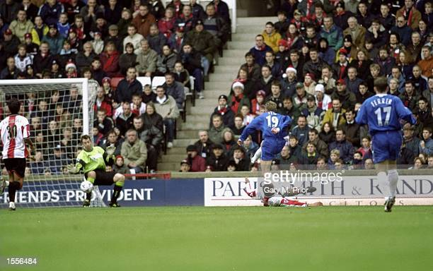 Tore Andre Flo scores for Chelsea during the FA Carling Premier League match against Southampton played at The Dell in Southampton England Chelsea...