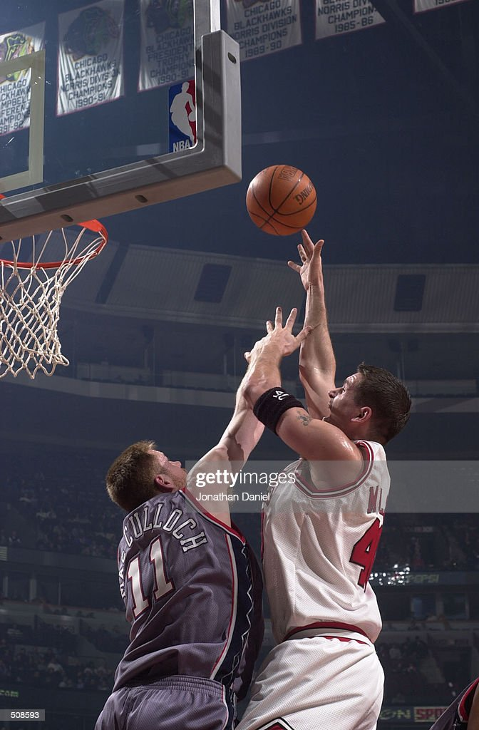 Brad Miller #40 of the Chicago Bulls shoots the ball over Todd MacCulloch #11 of the New Jersey Nets in NBA action at the United center in Chicago, IL.