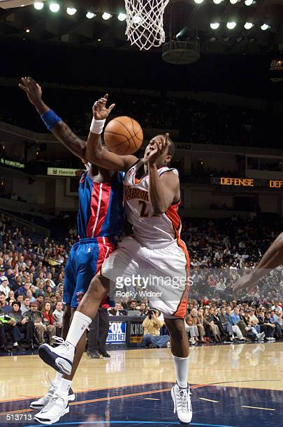 Danny Fortson fights for the rebound against the Detroit Pistons at The Arena in Oakland California DIGITAL IMAGE NOTE TO USER User expressly...