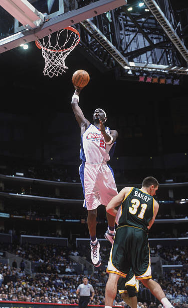 c12743fa1c9 Darius Miles dunks the ball Pictures | Getty Images
