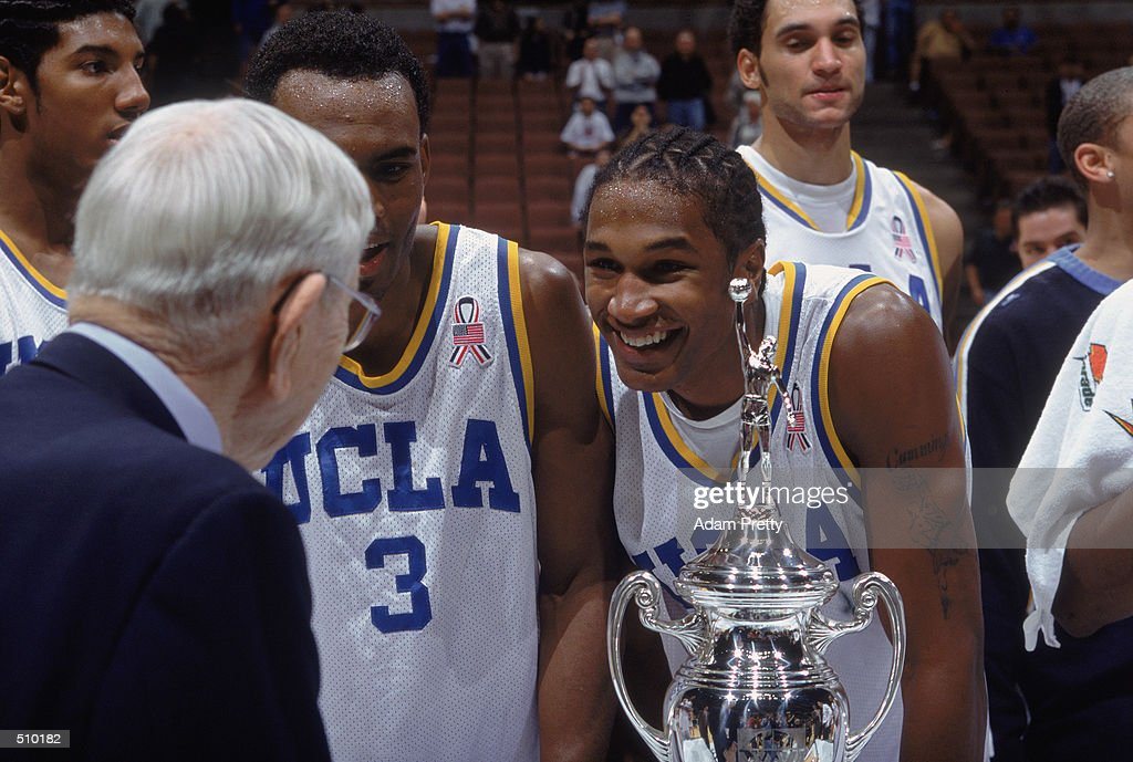 T J Cummings Smiles While John R Wooden Presents The Team With The Trophy News