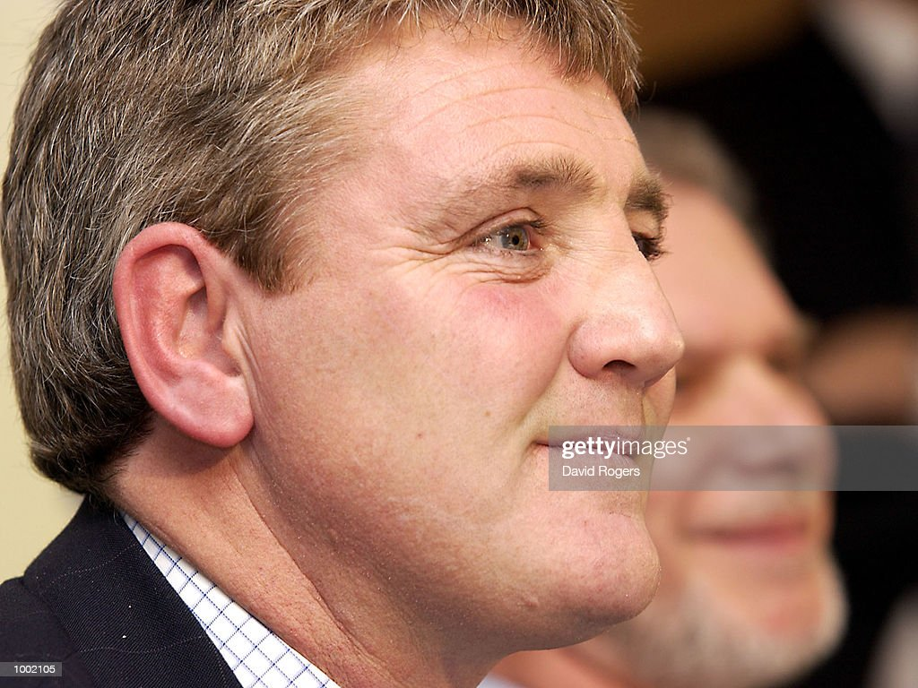 12 Dec 2001 Steve Bruce, the new manager of Birmingham City (left) with his chairmain David Gold pictured during the press conference at St. Andrews, Birmingham. DIGITAL IMAGE Mandatory Credit: Dave Rogers/ALLSPORT
