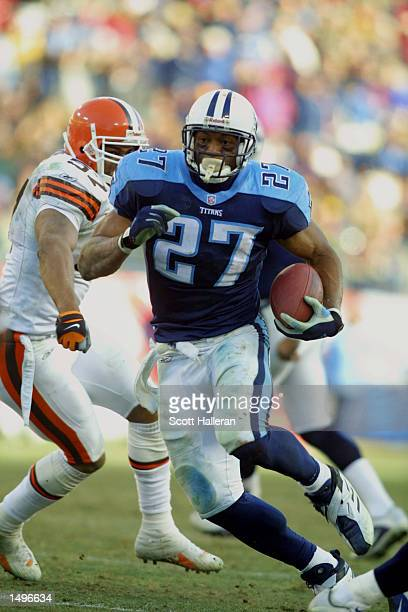 Tennessee Titan running back Eddie George rushes for a touchdown against the Cleveland Browns at Adelphia Stadium in Nashville Tennessee The Browns...