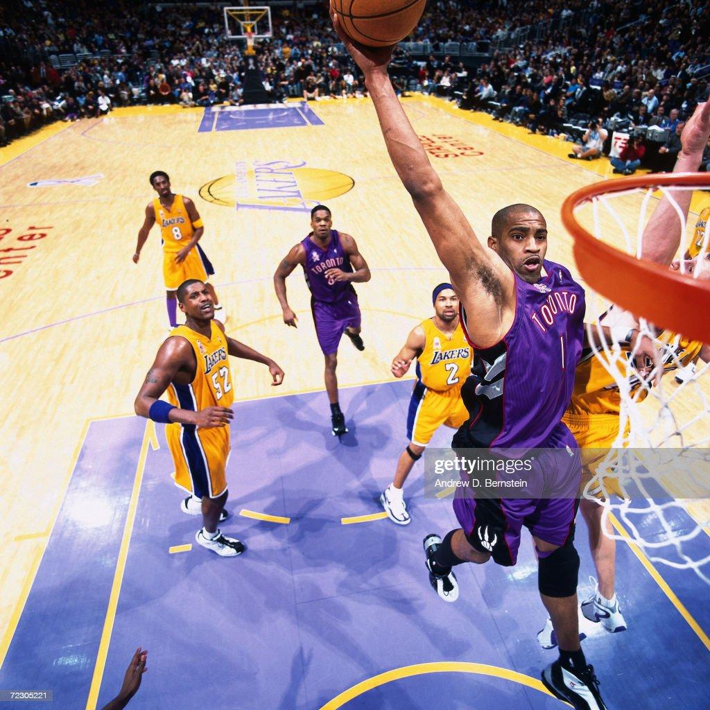 Vince Carter slam dunk : News Photo