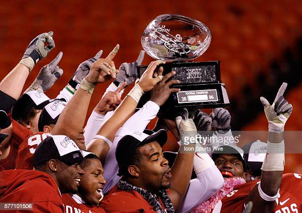 Oklahoma Sooners players hold up the Big 12 trophy after the game against the Nebraska Cornhuskers during the Big 12 Conference Championship game at...