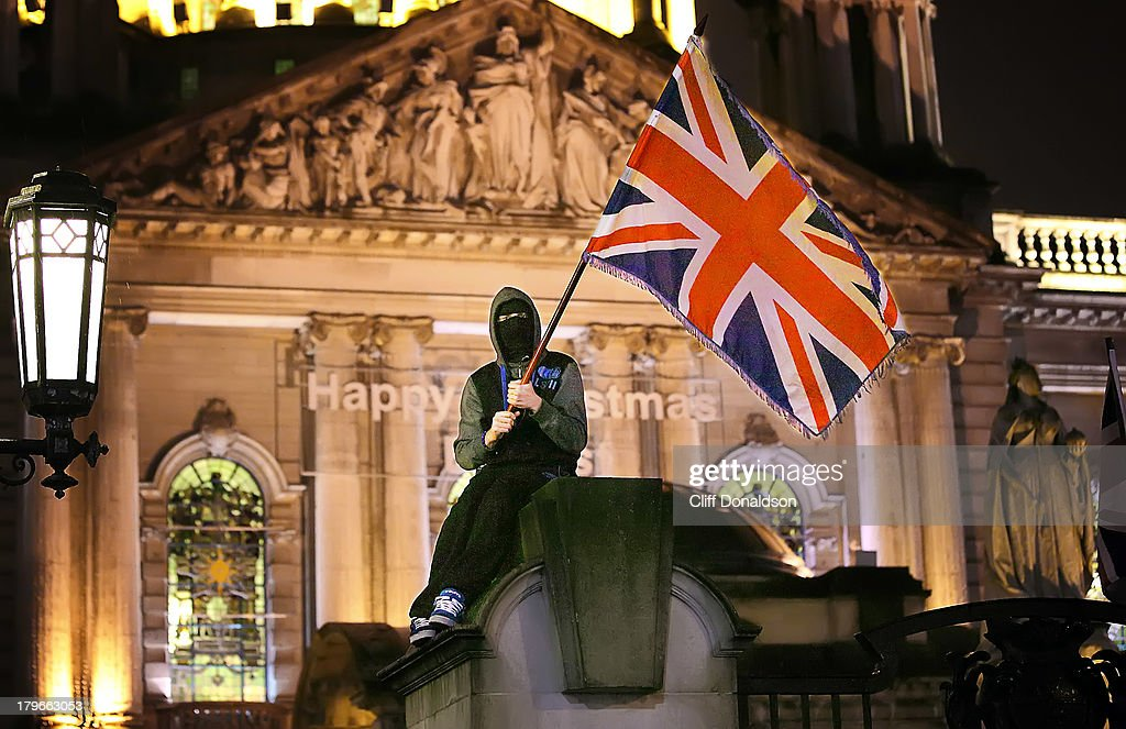 Riots in Belfast over Union flag being taken down : News Photo