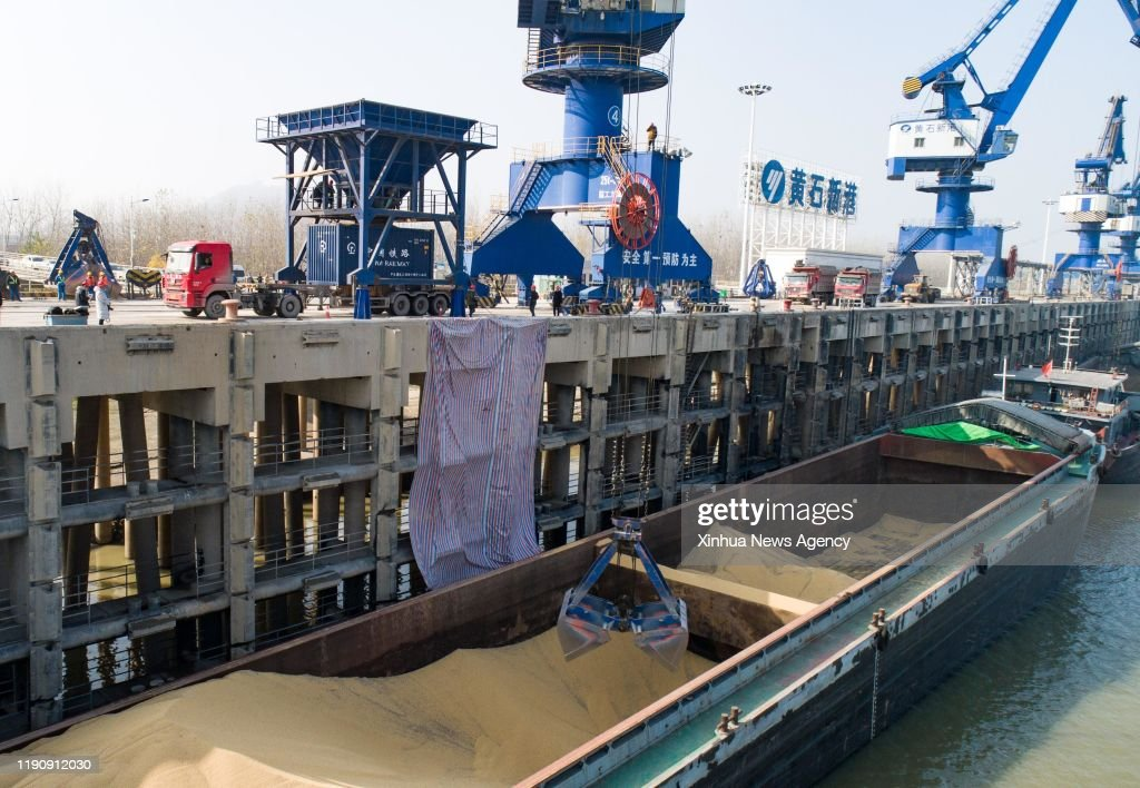 CHINA-HUBEI-PASSAGE-IMPORTED CEREAL (CN) : News Photo