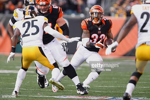 Cincinnati Bengals running back Jeremy Hill runs with the ball during the Benglas 4221 loss to the Pittsburgh Steelers at Paul Brown Stadium in...