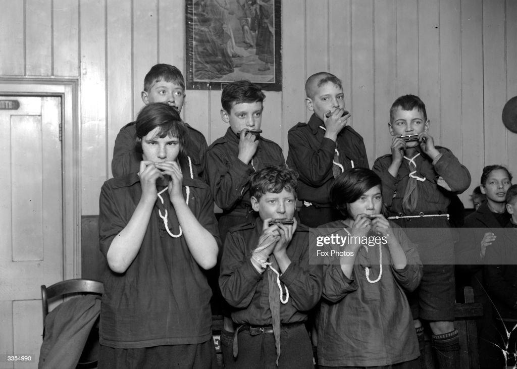 Mouth Organ Choir : News Photo