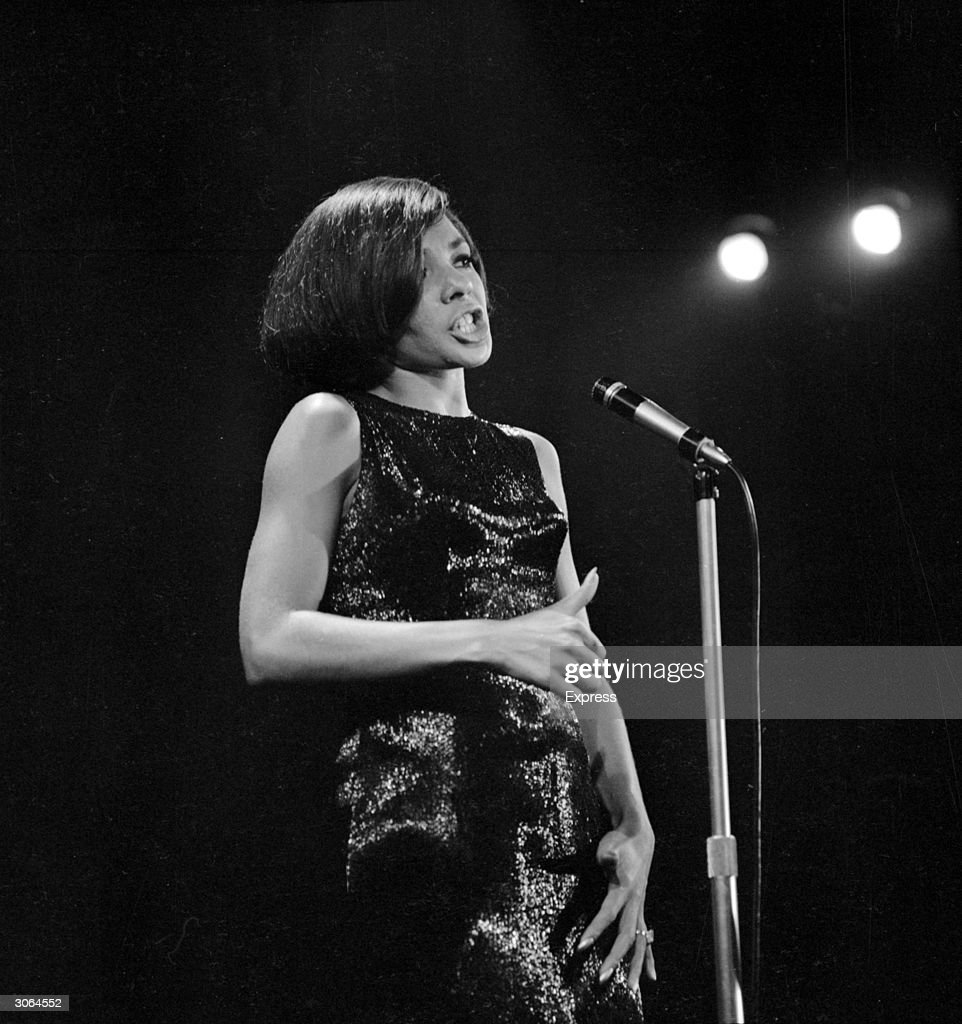 4a4d97730d8 Welsh singer Shirley Bassey at the Pigalle nightclub in London. News ...