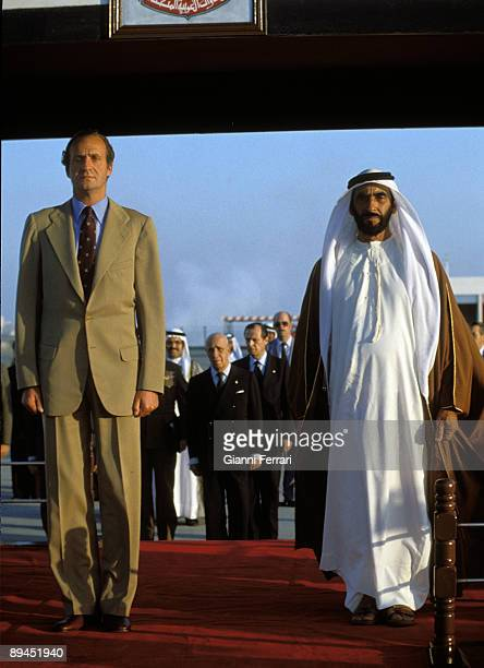 December 1981 Abu Dhabi United Arab Emirates Official visit of the Kings of Spain to Abu Dhabi In the image King Juan Carlos received by Sheikh Zayed...