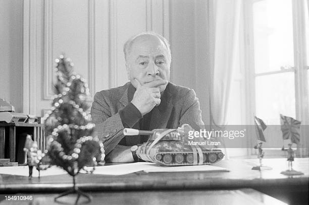 December 1981 the writer Peter DANINOS in his office on the occasion of the release of a Christmas tale published in Paris Match DANINOS stone seated...