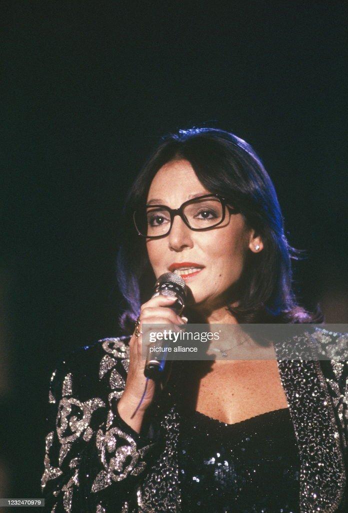 Singer Nana Mouskouri : Photo d'actualité