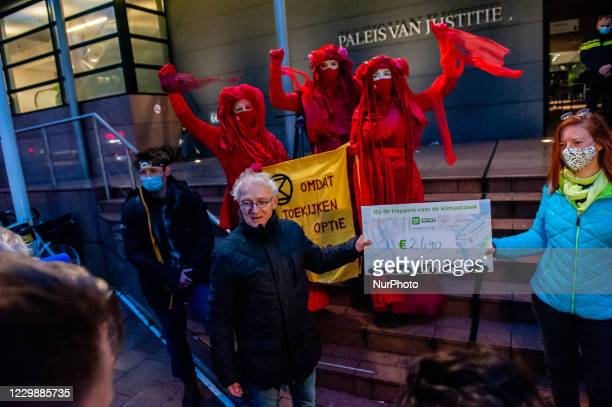 December 1st, The Hague. From Tuesday 1 December, Milieudefensie will face Shell in court. The plaintiffs want Shell to take a more sustainable...