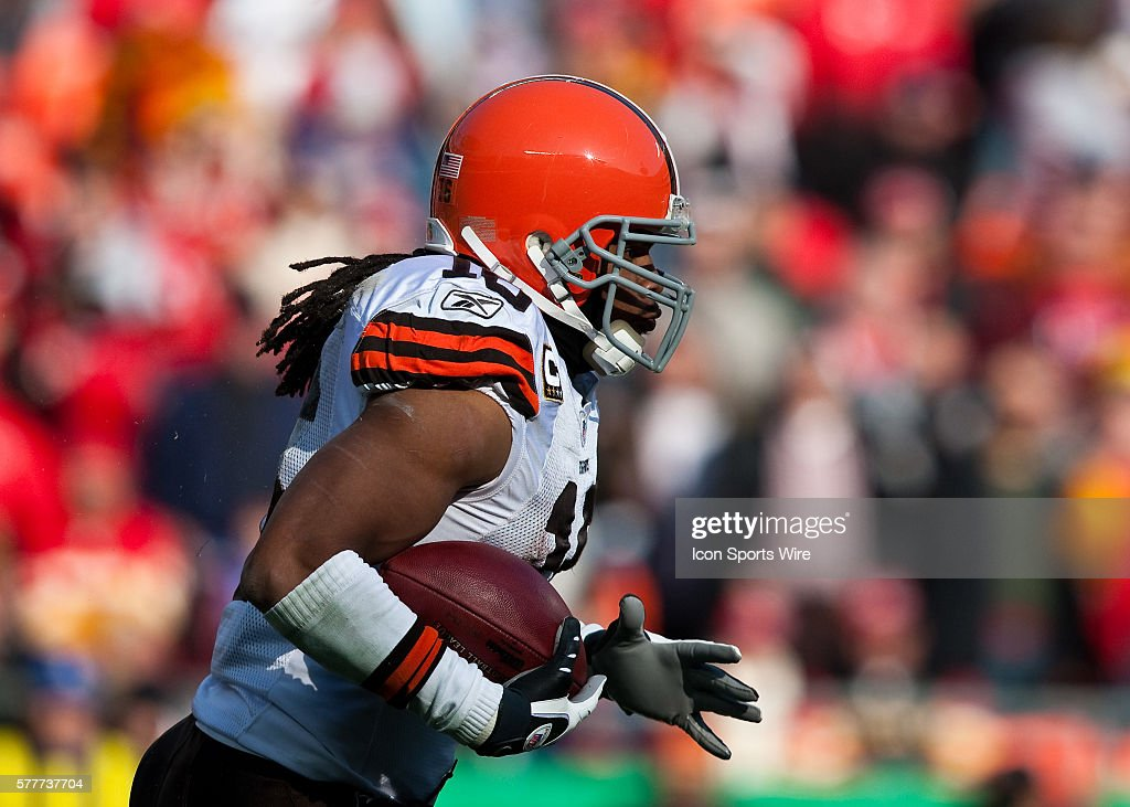 Cleveland Browns Wide Receiver Josh Cribbs Returns A Kickoff For A News Photo Getty Images