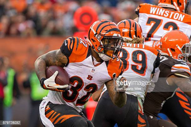 Cincinnati Bengals Running Back Jeremy Hill [11554] carries the football during the game between the Cincinnati Bengals and Cleveland Browns played...