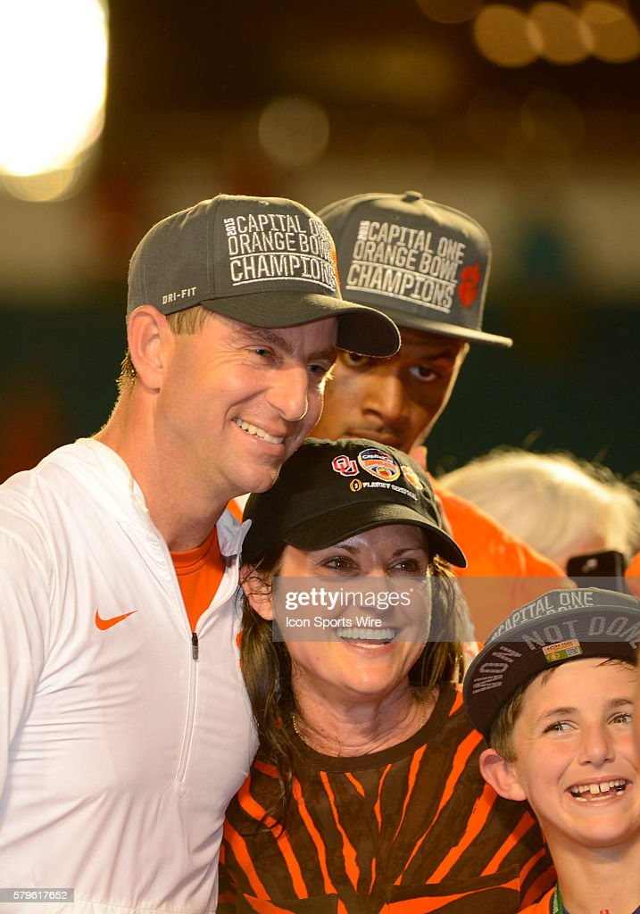 NCAA FOOTBALL: DEC 31 College Football Playoff Semifinal - Orange Bowl - Oklahoma v Clemson : News Photo