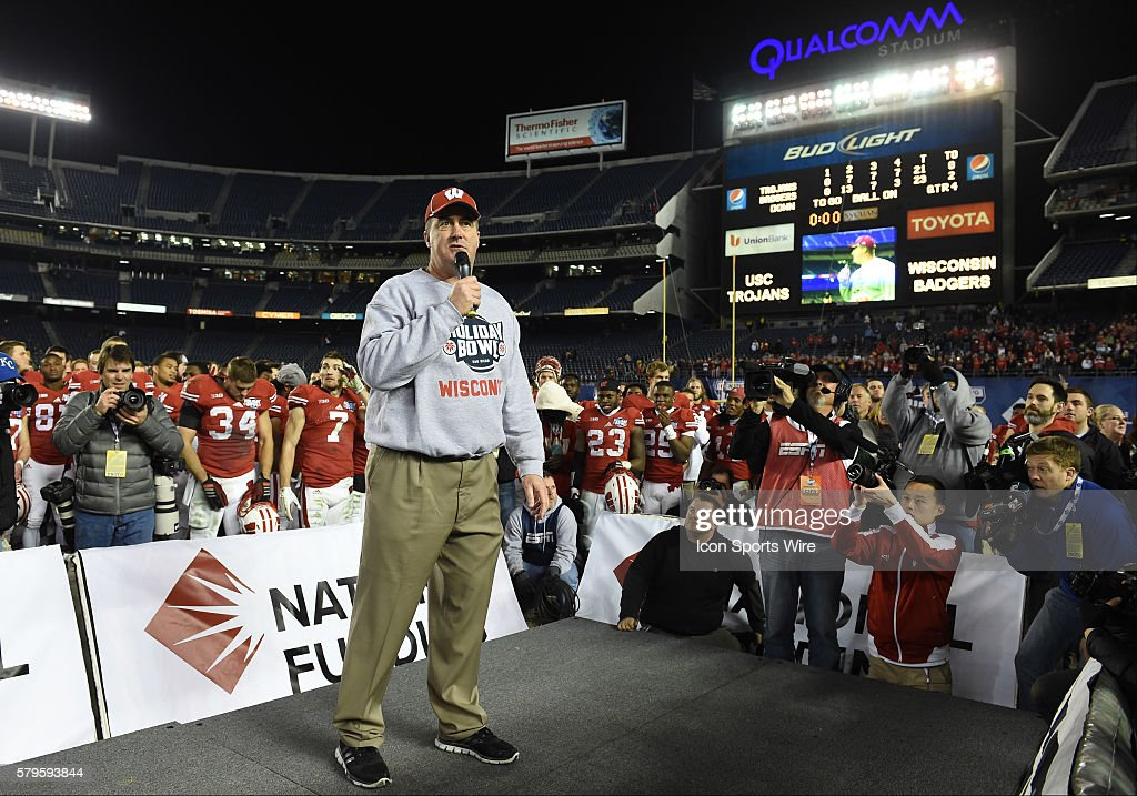 wisconsin head coach paul chryst addresses the crowd after receiving the game trophy during the holiday