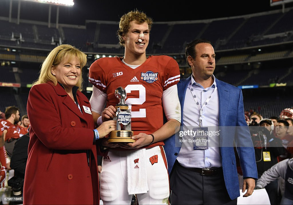 wisconsin 2 joel stave receives the offensive player of the game award during the
