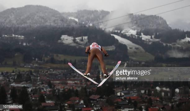 Ski jumping Four Hills Tournament Big Hills The Polish ski jumper Dawid Kubacki jumps in the practice round Photo Daniel Karmann/dpa