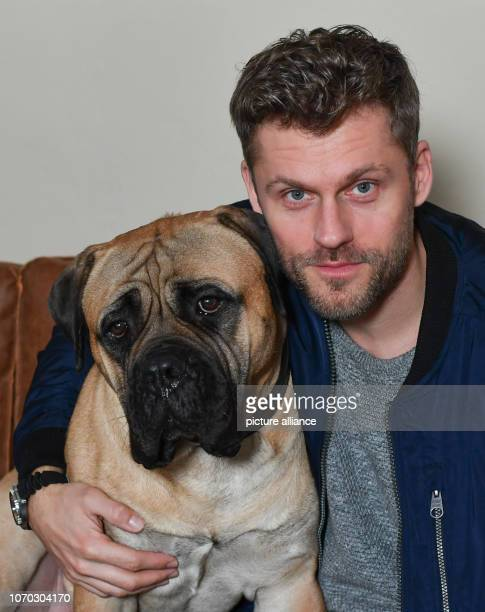 EXCLUSIVE Actor Jens Atzorn and his film dog Rocky shooting the Sat1 series The Bull and the Beast Photo Jens Kalaene/dpaZentralbild/ZB