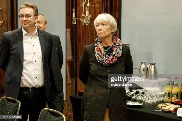 December 2018, Berlin: Regina Rusch-Ziemba , Vice-Chairwoman of the Railway and Transport Union and EVG negotiator, is standing next to Torsten...