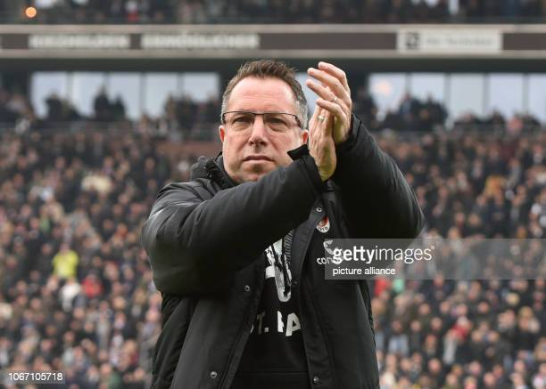 Soccer 2nd Bundesliga 15th matchday FC St Pauli Dynamo Dresden in the Millerntor Stadium Hamburg coach Markus Kauczinski before the game Photo Daniel...