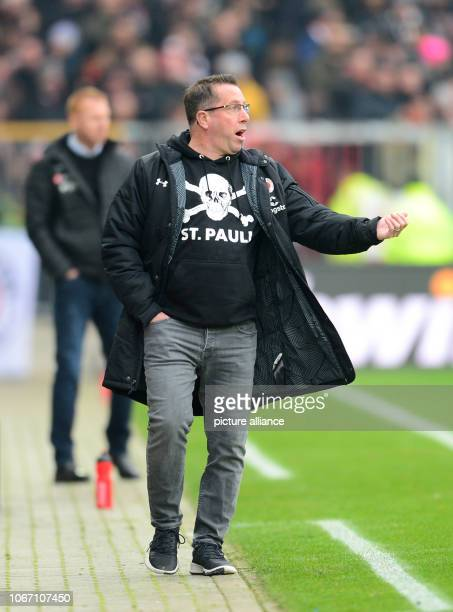 Soccer 2nd Bundesliga 15th matchday FC St Pauli Dynamo Dresden in the Millerntor Stadium Hamburg coach Markus Kauczinski gesticulates on the...