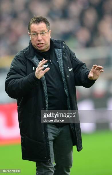 Soccer 2nd Bundesliga 18th matchday FC St Pauli 1st FC Magdeburg in the Millerntor Stadium St Paulis trainer Markus Kauczinski gives instructions...