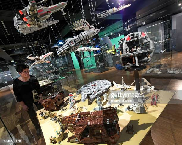 Curator Kathrin Panne looks at spaceship worlds made of Lego bricks with the exhibition focus on Star Wars in the BomannMuseum Celle Around one...
