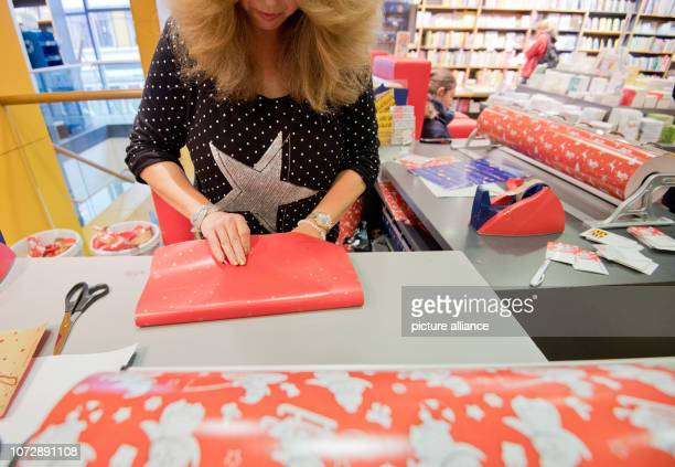 A bookseller packs books as Christmas presents in a branch of the bookseller Hugendubel Books still belong to the most popular Christmas presents of...