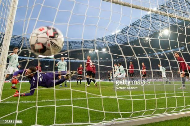 Soccer Bundesliga Hannover 96 Bayern Munich 15th matchday in the HDIArena Munich's David Alaba shoots the 02 Photo Swen Pförtner/dpa IMPORTANT NOTE...