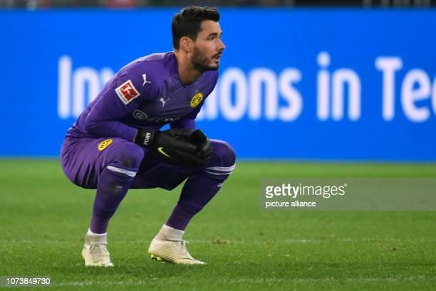 15 December 2018 North RhineWestphalia Dortmund Soccer Bundesliga Borussia Dortmund Werder Bremen 15th matchday at Signal Iduna Park Goalkeeper Roman...