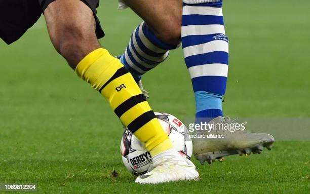 08 December 2018 North RhineWestphalia Gelsenkirchen Soccer Bundesliga FC Schalke 04 Borussia Dortmund 14th matchday in the Veltins Arena Abdou...