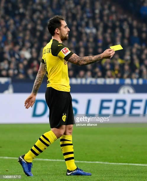 08 December 2018 North RhineWestphalia Gelsenkirchen Soccer Bundesliga FC Schalke 04 Borussia Dortmund 14th matchday in the Veltins Arena Paco...