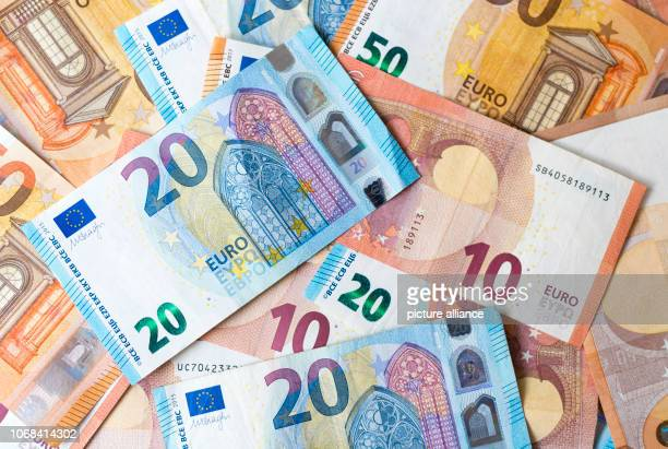 December 2018, Saxony, Dresden: ILLUSTRATION - Numerous banknotes of 10, 20 and 50 euros lie on one table. Photo: Monika...