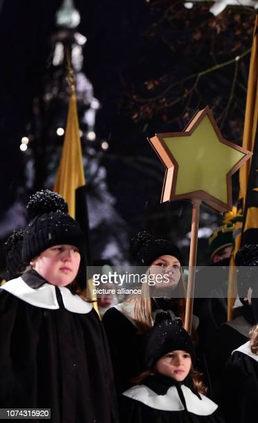 The children decorate the big mountain parade in the toy village Seiffen The mountain parades are typical for the Erzgebirge During Advent Seiffen is...