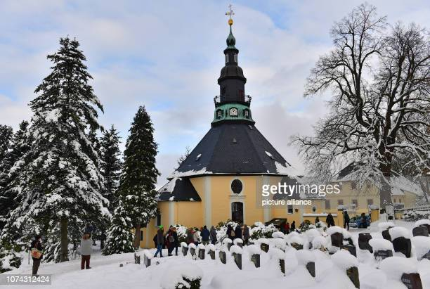 The gravestones on the cemetery of the mountain church in the toy village Seiffen are covered with snow The octagonal church was built according to a...